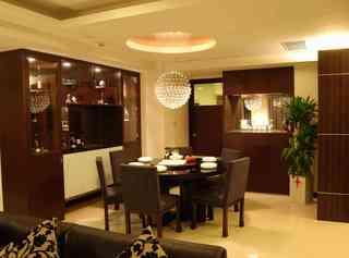 咖啡色中式现代装修风格餐厅水晶吊灯装饰图