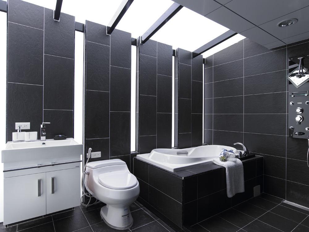 黑白精简现代风格复式卫生间吊顶设计