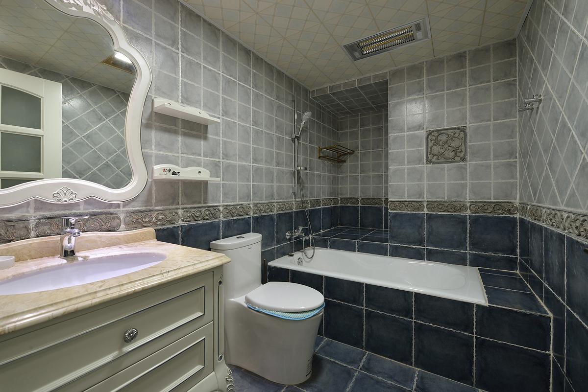 美式乡村风格不规则卫生间设计效果图