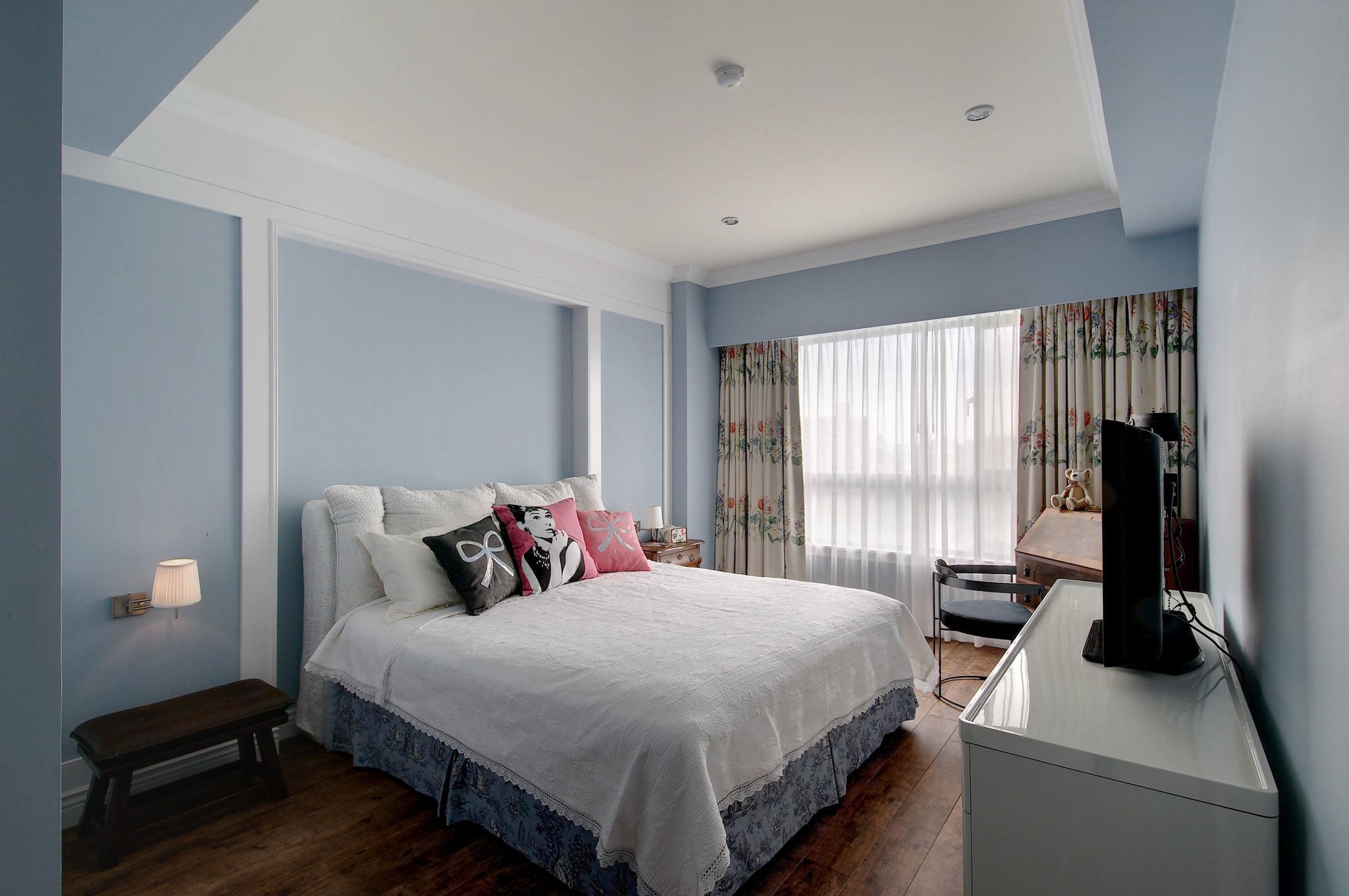 淡蓝色清新宜家卧室窗帘装饰效果图