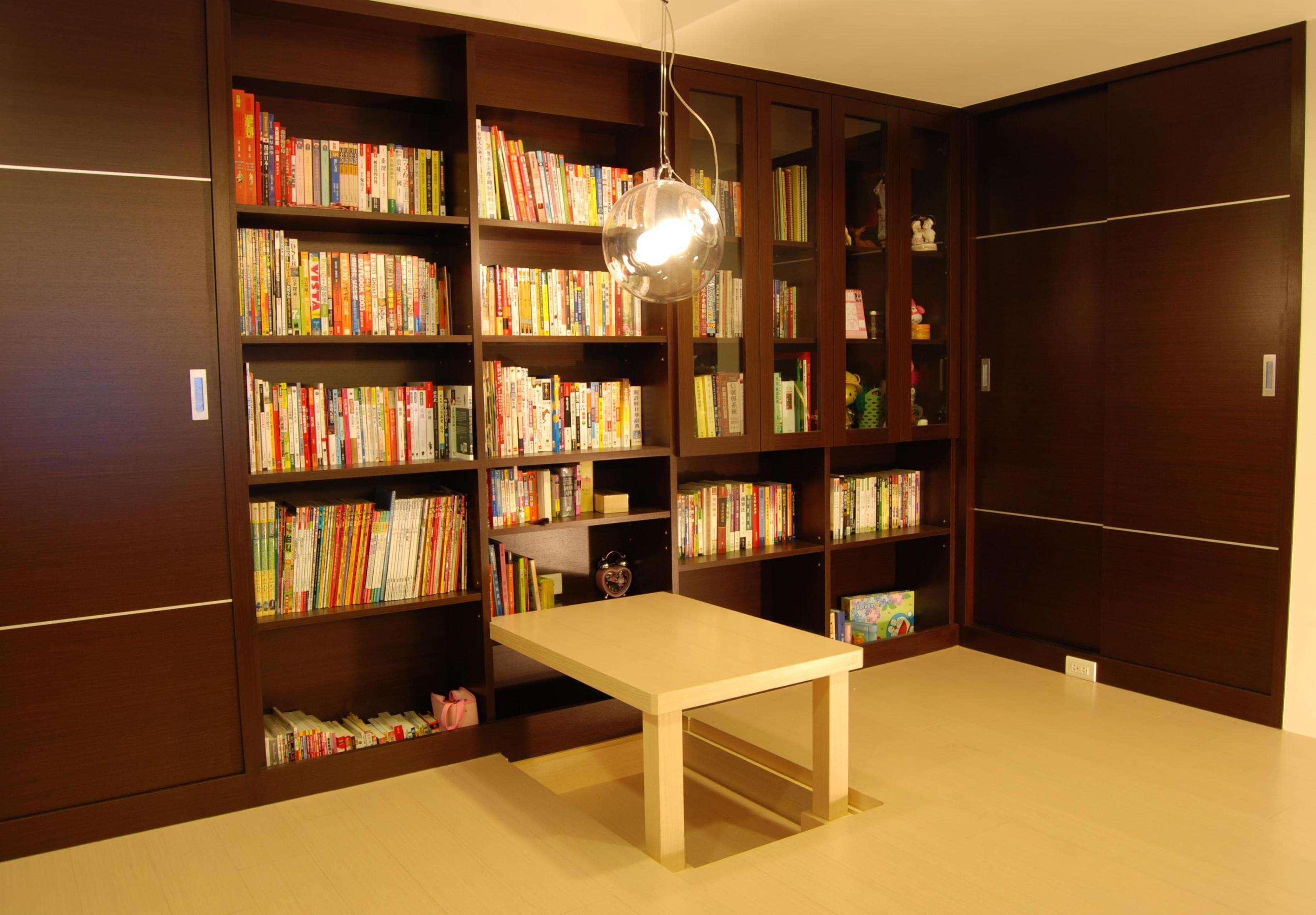 简约设计书房咖啡色书柜装饰效果图