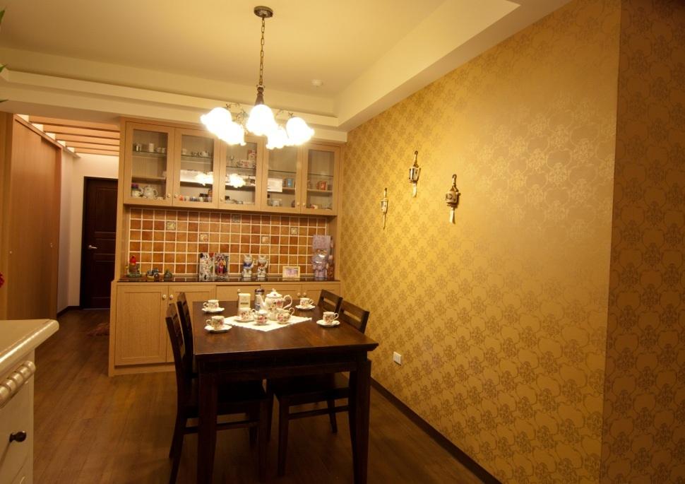 金色简约复古田园风格餐厅背景墙效果图
