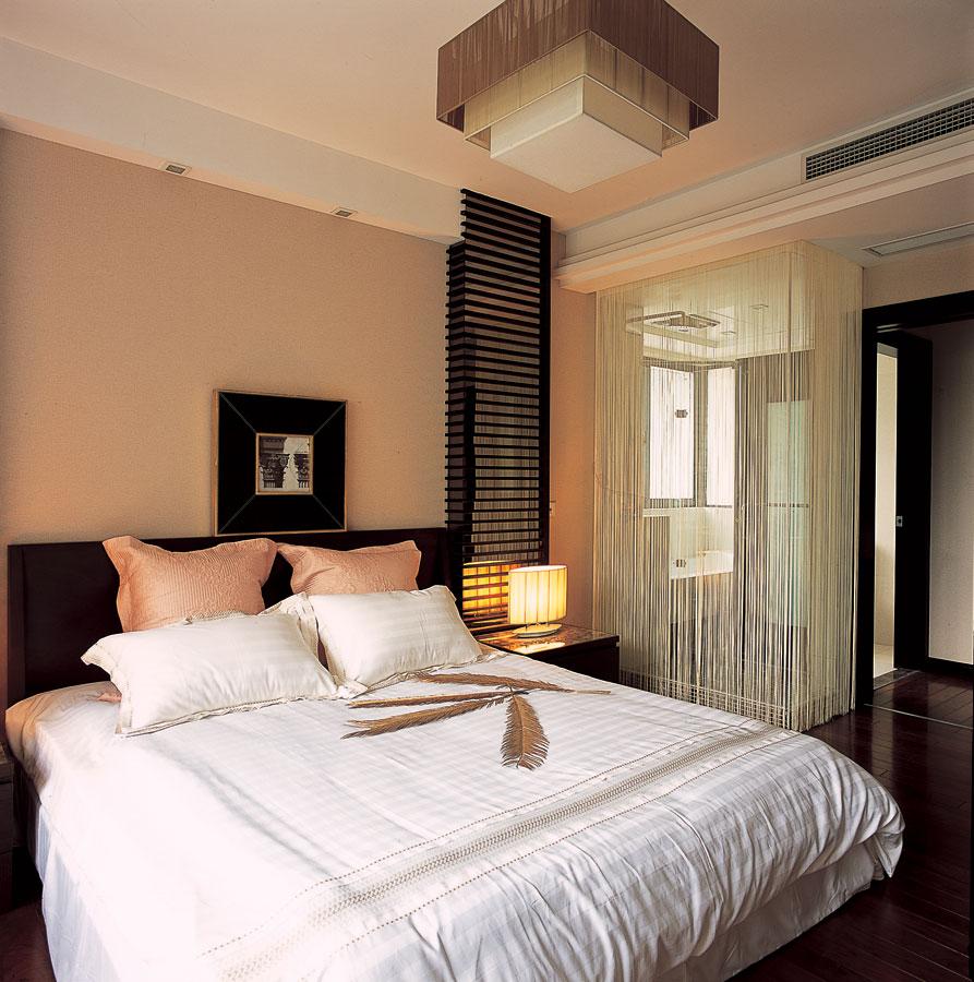 大气简约咖啡色新中式卧室纱帘隔断装饰图