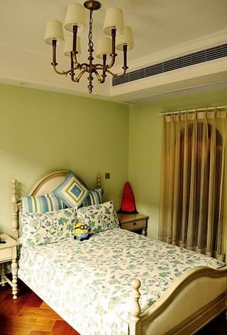 绿色清新美式儿童房床上用品装饰图