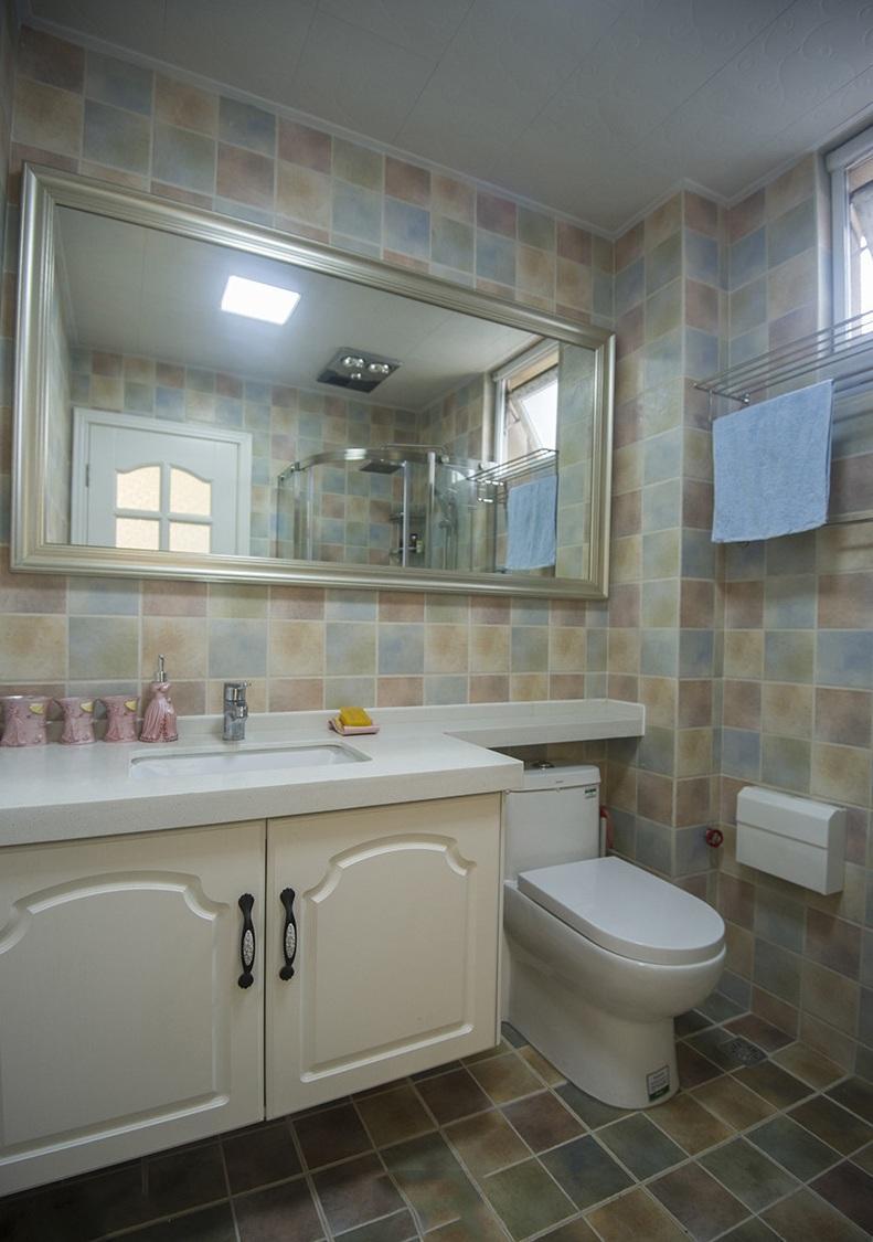 清新地中海风格卫生间浴室镜装饰图片