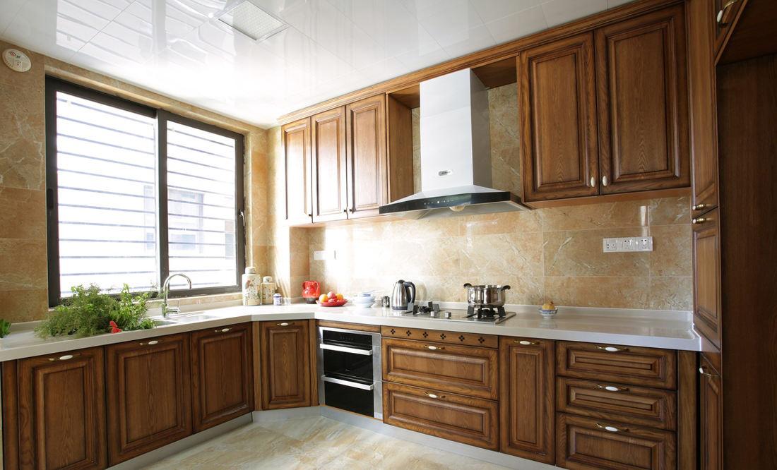 復古歐式風格廚房實木櫥柜裝飾效果圖