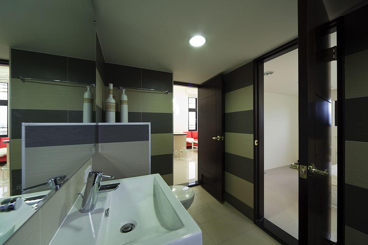 超炫摩登现代风格卫生间装饰效果图