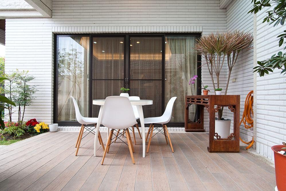 现代中式别墅阳台设计装修效果图