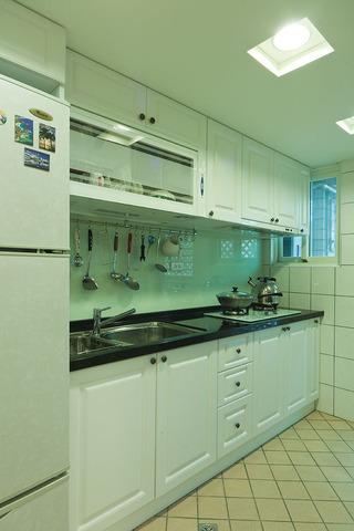 简约韩式田园风格厨房白色橱柜设计