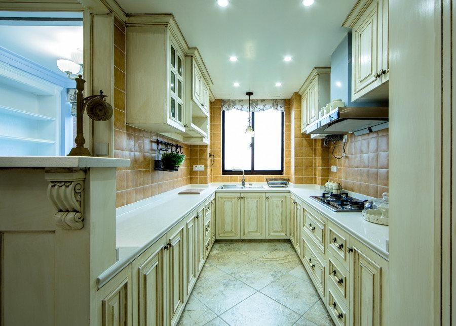 欧式U型厨房整体橱柜设计装修效果图