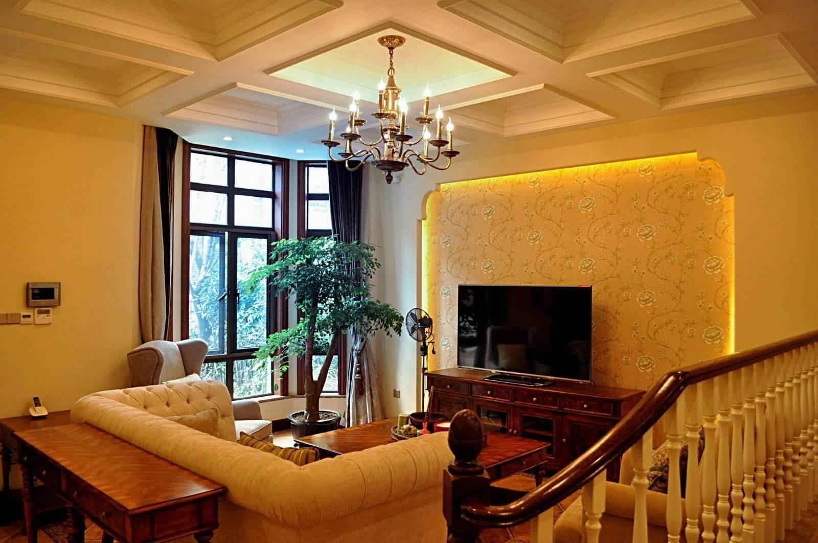 典雅休闲美式设计风格别墅客厅铁艺吊灯装饰图