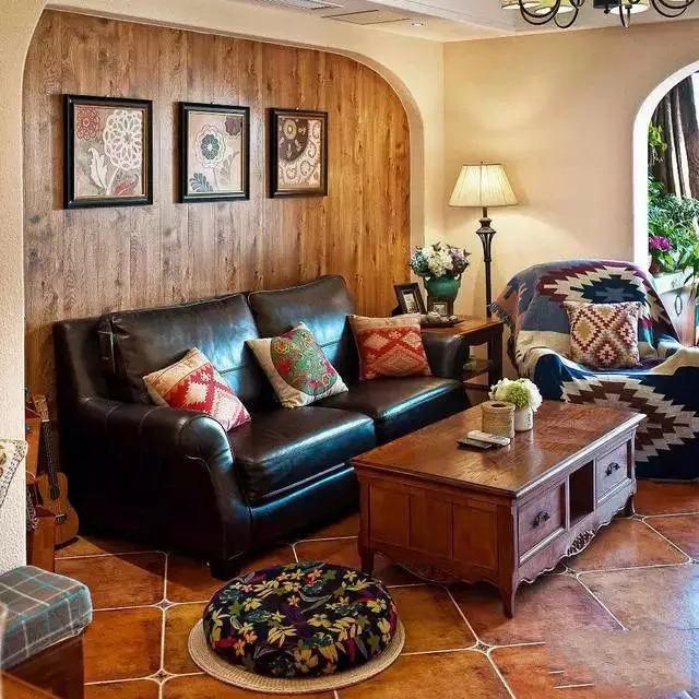 朴实田园美式二居客厅实木背景墙效果图