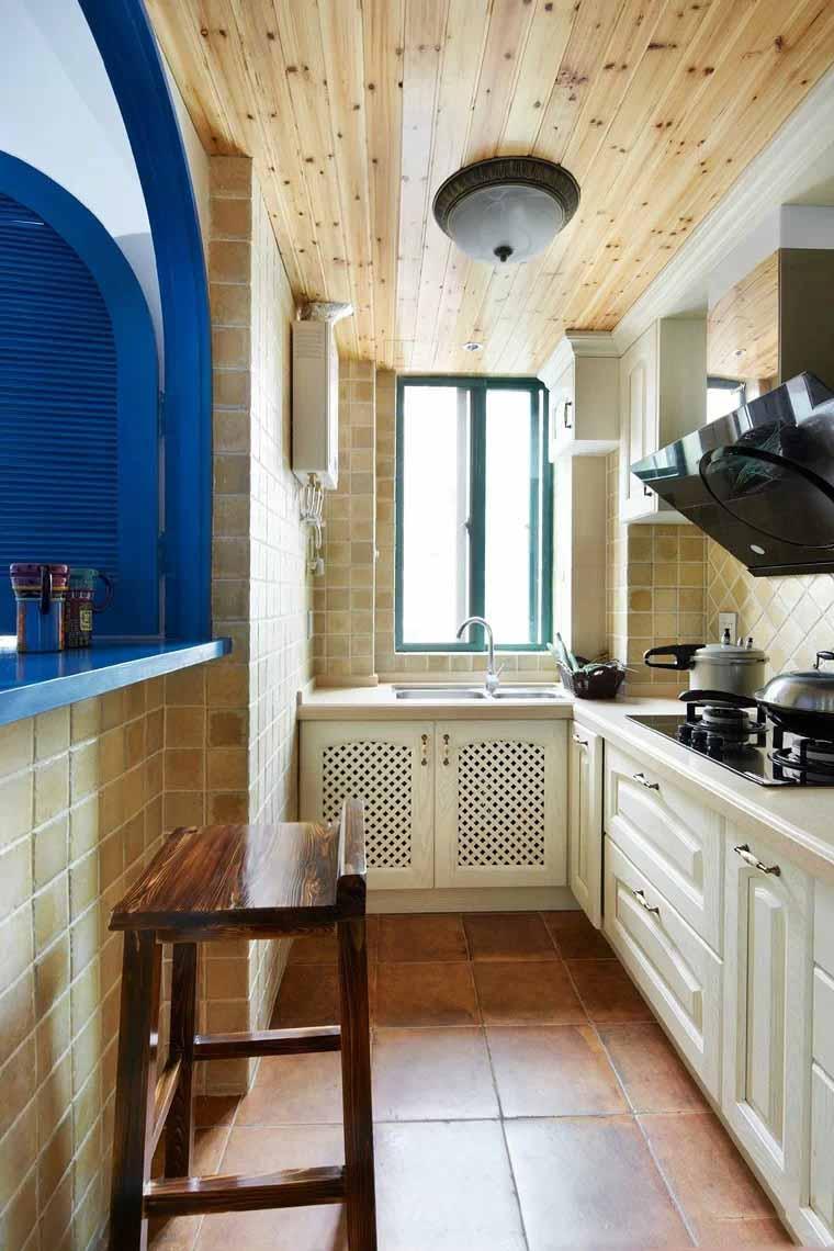 清爽地中海风格厨房松木吊顶效果图