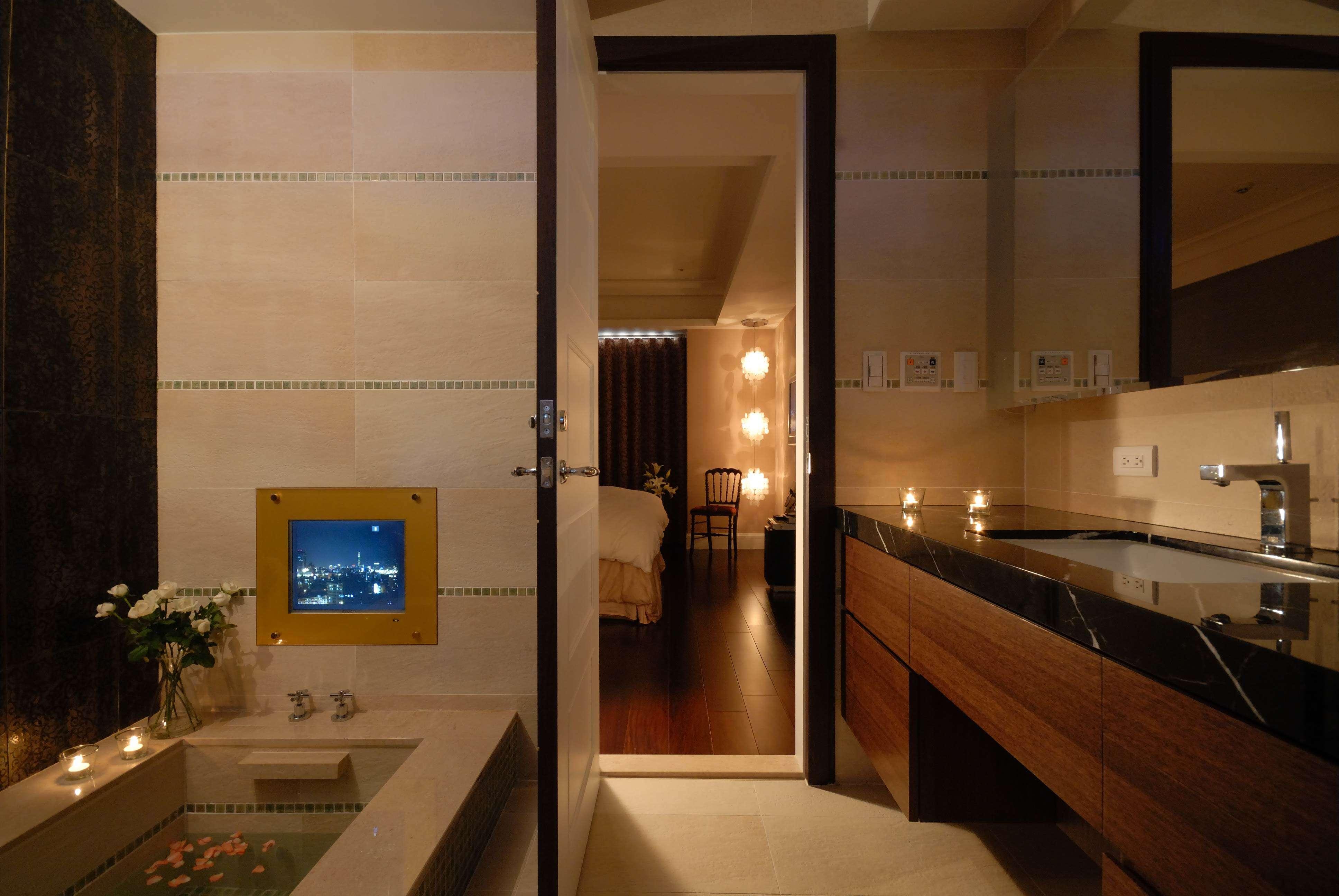 暗色调现代美式浴室装潢设计