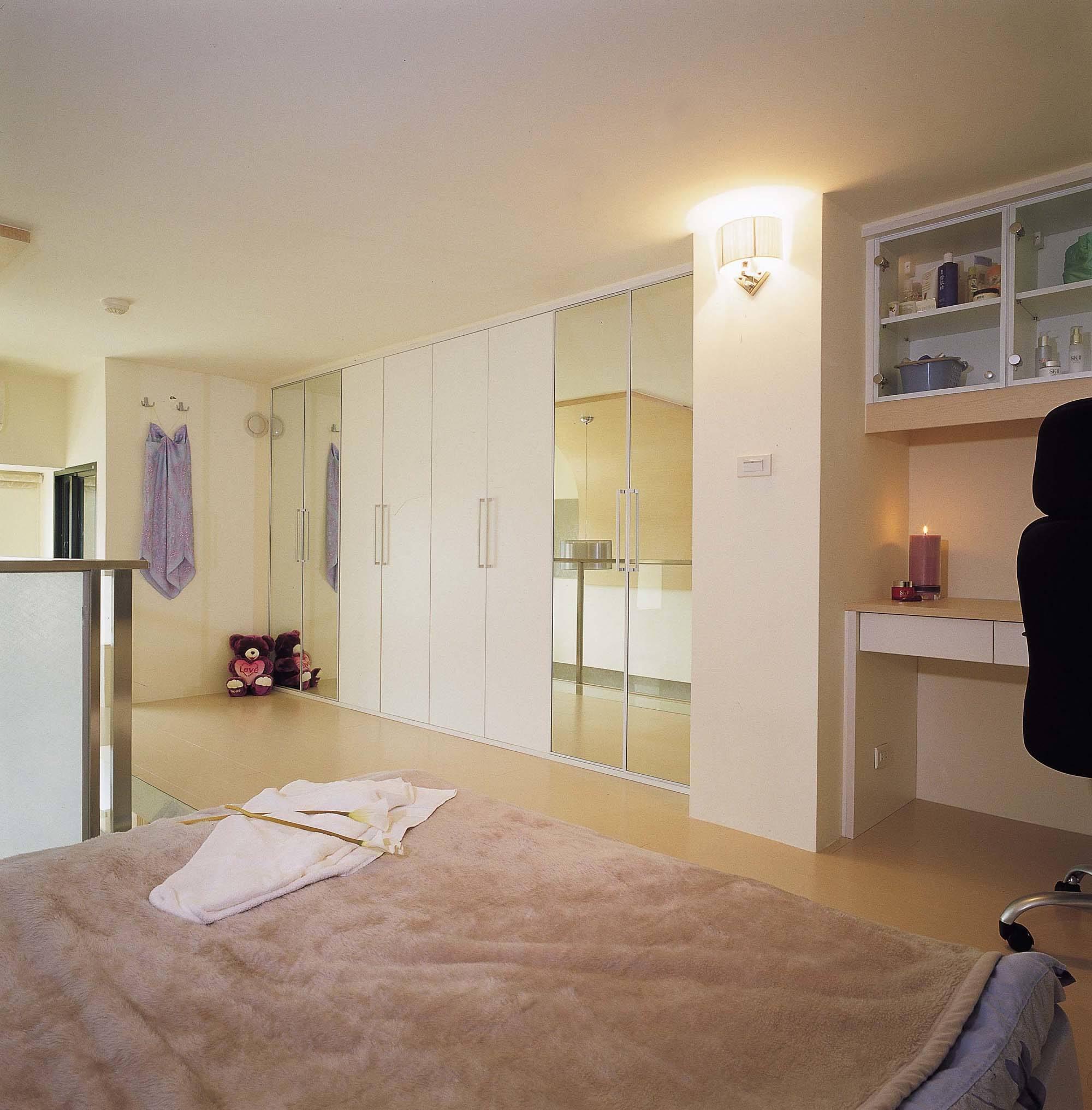 简约二居主卧室设计装修案例图