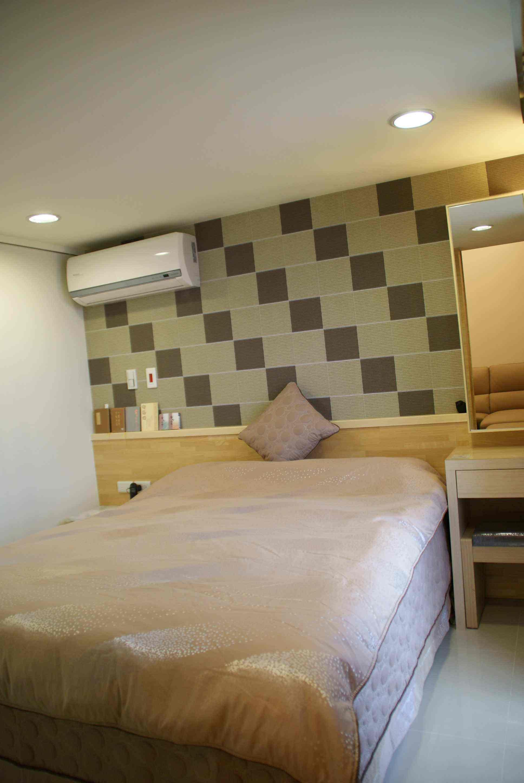 清新实木现代简约复式跃层卧室壁纸装饰图