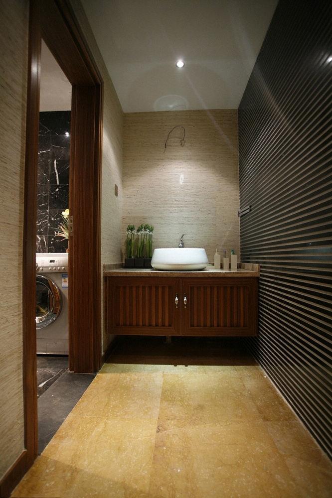 稳重东南亚装饰风格洗手间百叶窗隔断设计图