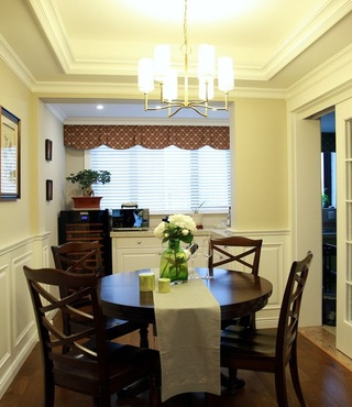 复古美式风格餐厅小圆桌摆放效果图