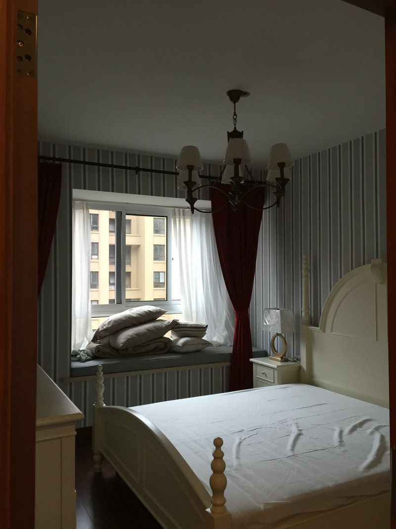 简约美式风格卧室飘窗台面布置效果图