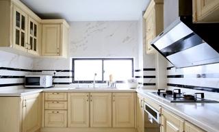 简欧风格U型厨房米色橱柜设计装潢图