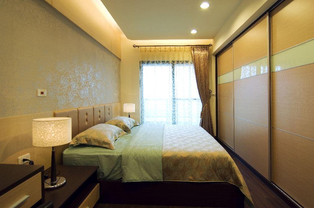 清新现代精美卧室移门衣柜设计欣赏