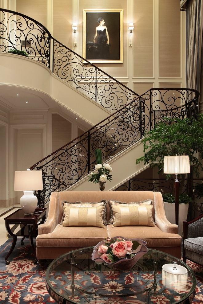 唯美欧式黑色铁艺镂空楼梯效果图