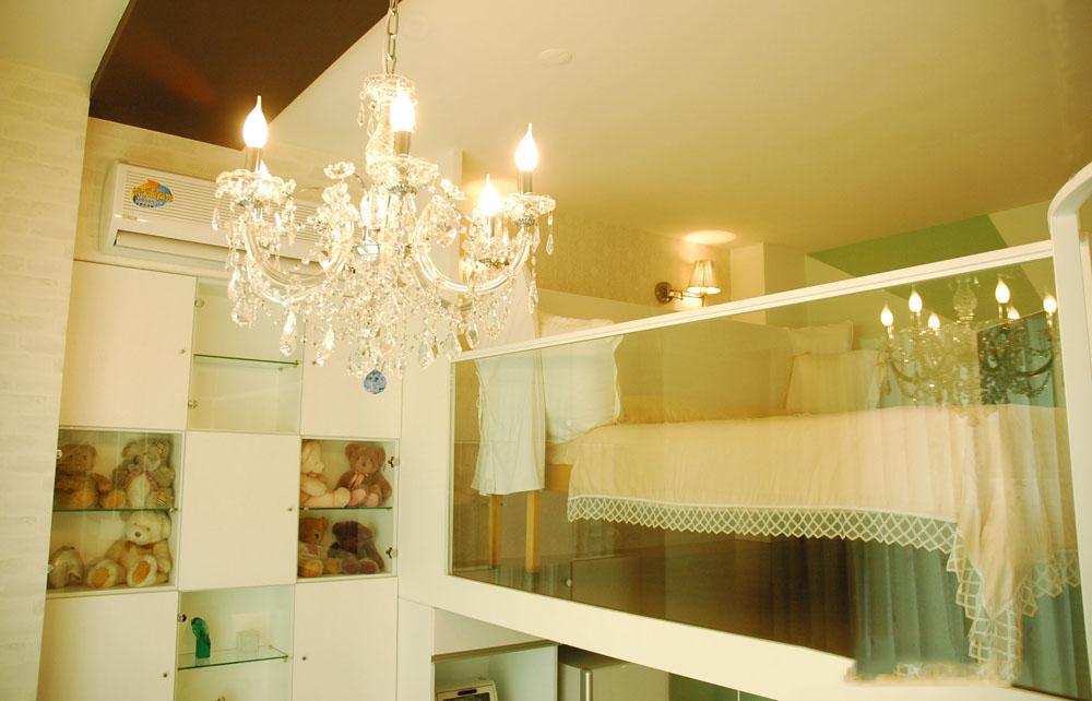 时尚简约风格小户型复式家装水晶吊灯装饰图