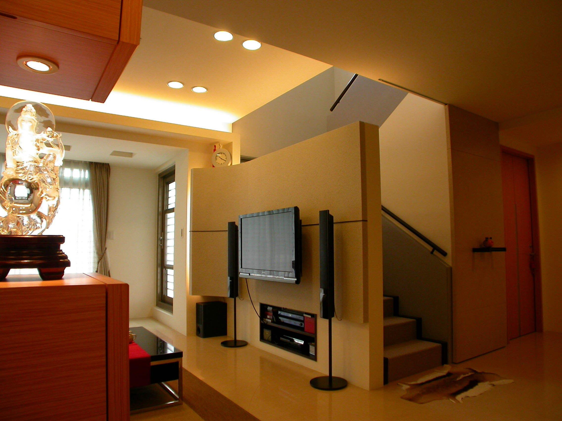 温馨宜家现代复式客厅楼梯隔断设计