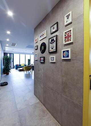 简约现代风格玄关多彩照片墙装饰效果图