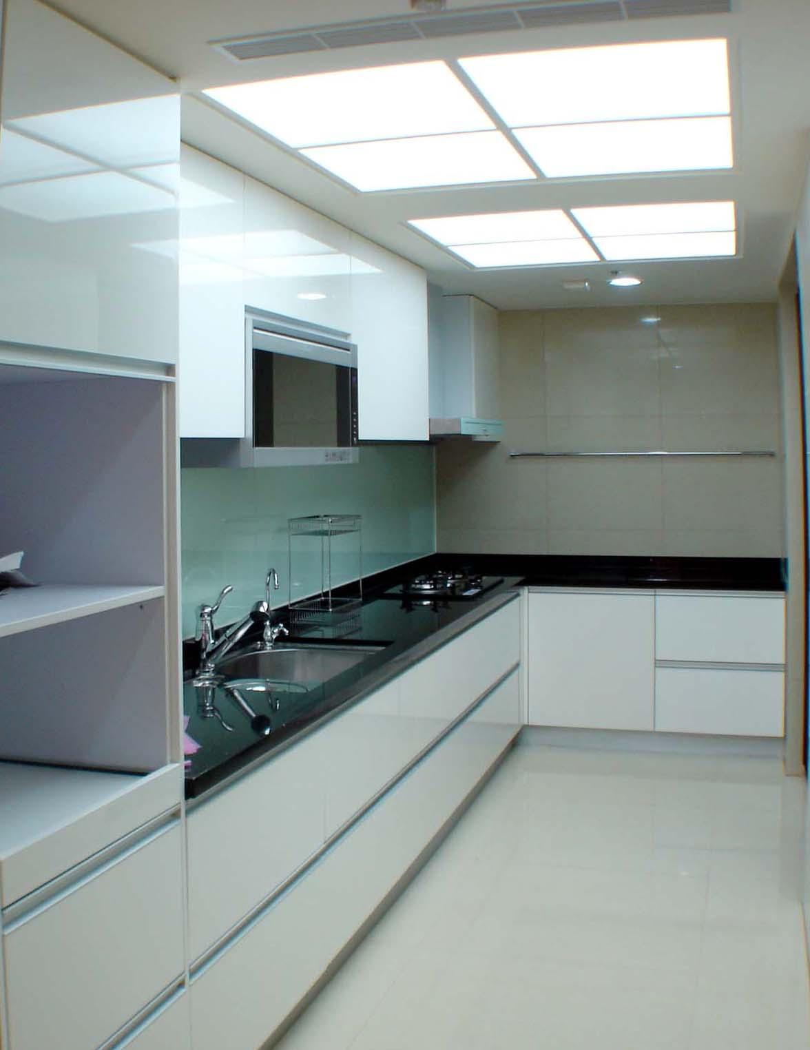 明亮简约设计厨房吊顶效果图