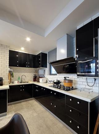 时尚现代简约风格厨房黑色橱柜效果图