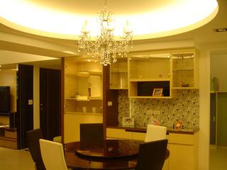 精美浅黄色现代中式风格餐厅水晶吊灯装饰效果图