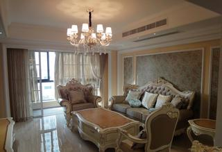 优雅别致欧式风格客厅水晶吊灯装饰图