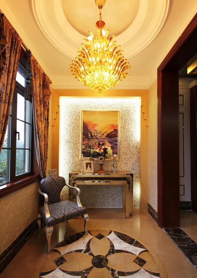 金黄豪华欧式封闭阳台马赛克背景墙装饰效果图