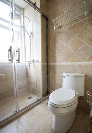 现代简约风格干湿分离卫生间玻璃门隔断装修图