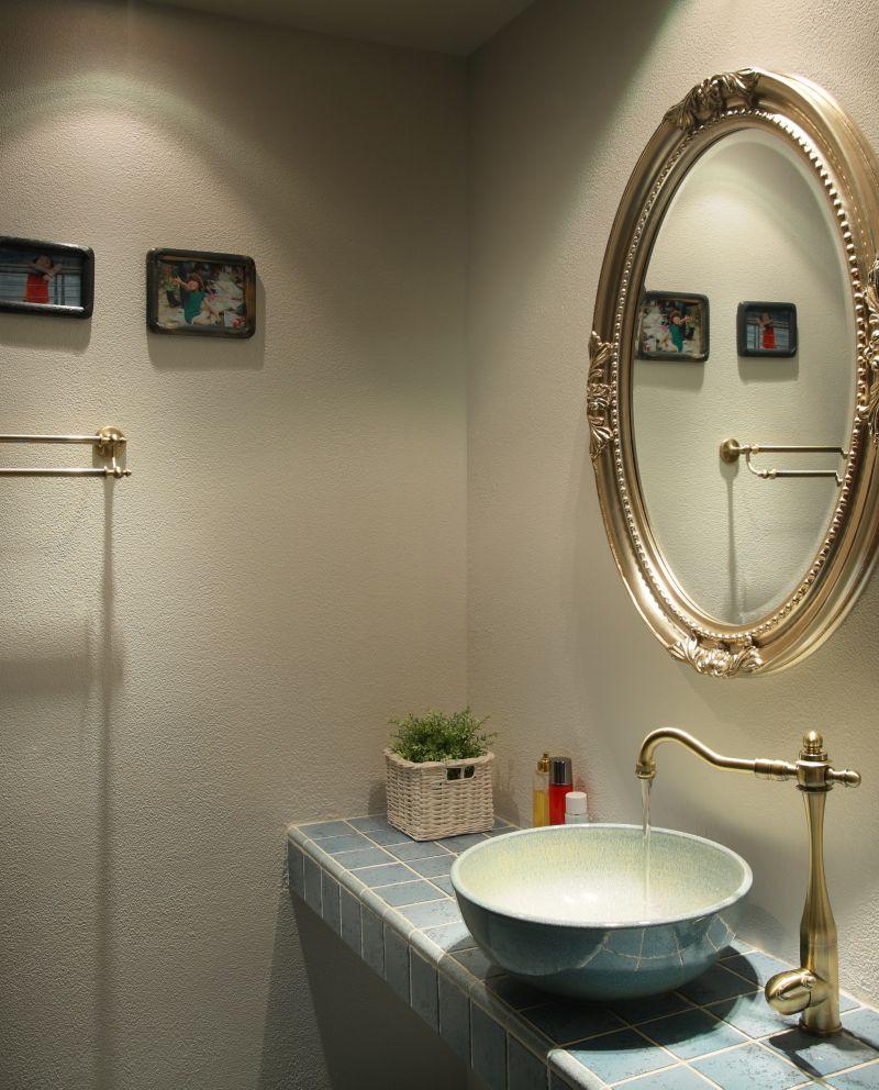 低奢美式卫生间精致洗手台装修效果图片