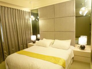 简约低奢风格卧室床头软包背景墙装修图