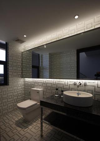 现代时尚银灰色卫生间设计