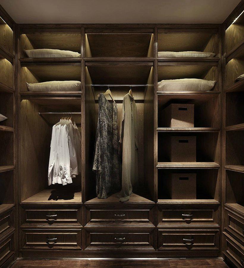 淡雅中式风格实木衣柜效果图