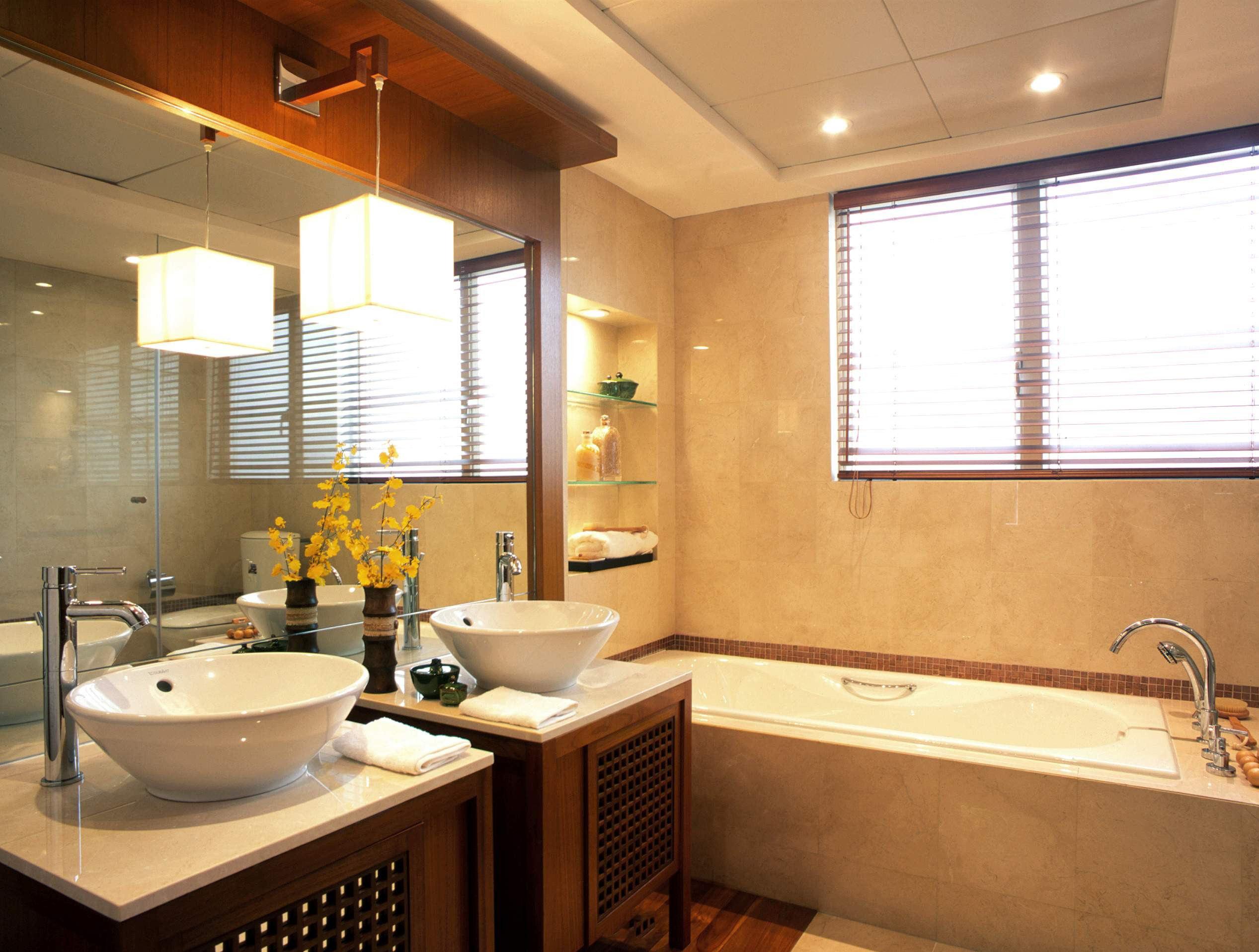 东南亚风格设计别墅卫生间玻璃镜装饰效果图片