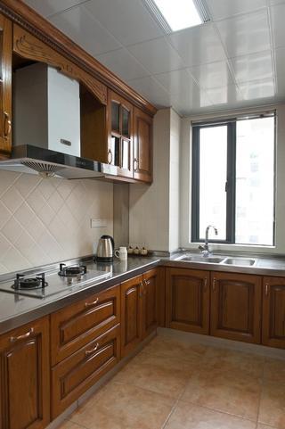 实木美式田园风家装室内厨房效果图