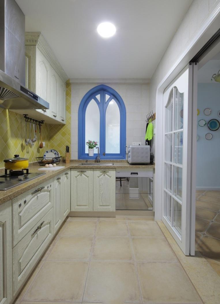 美式风格别墅厨房设计装潢效果图片