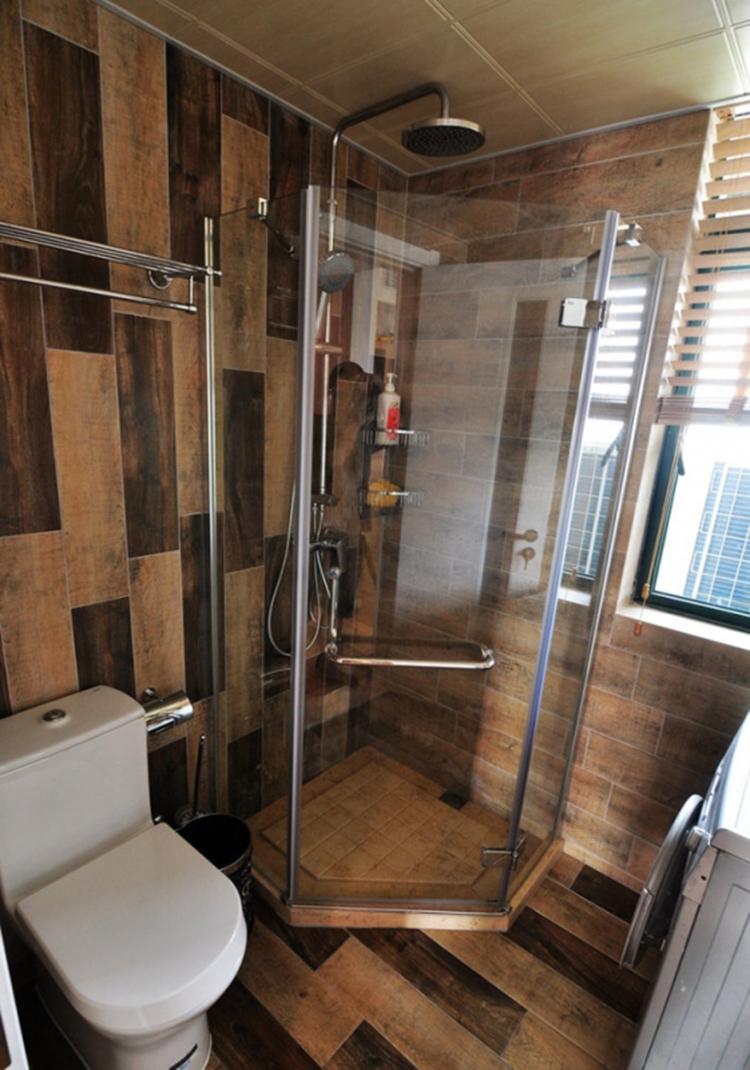 乡村田园风原木卫生间淋浴房设计效果图片