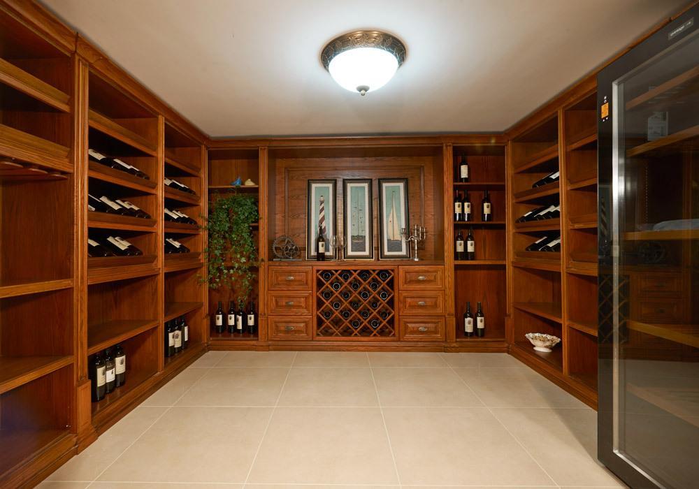 豪华复古欧式超大酒柜设计效果图片