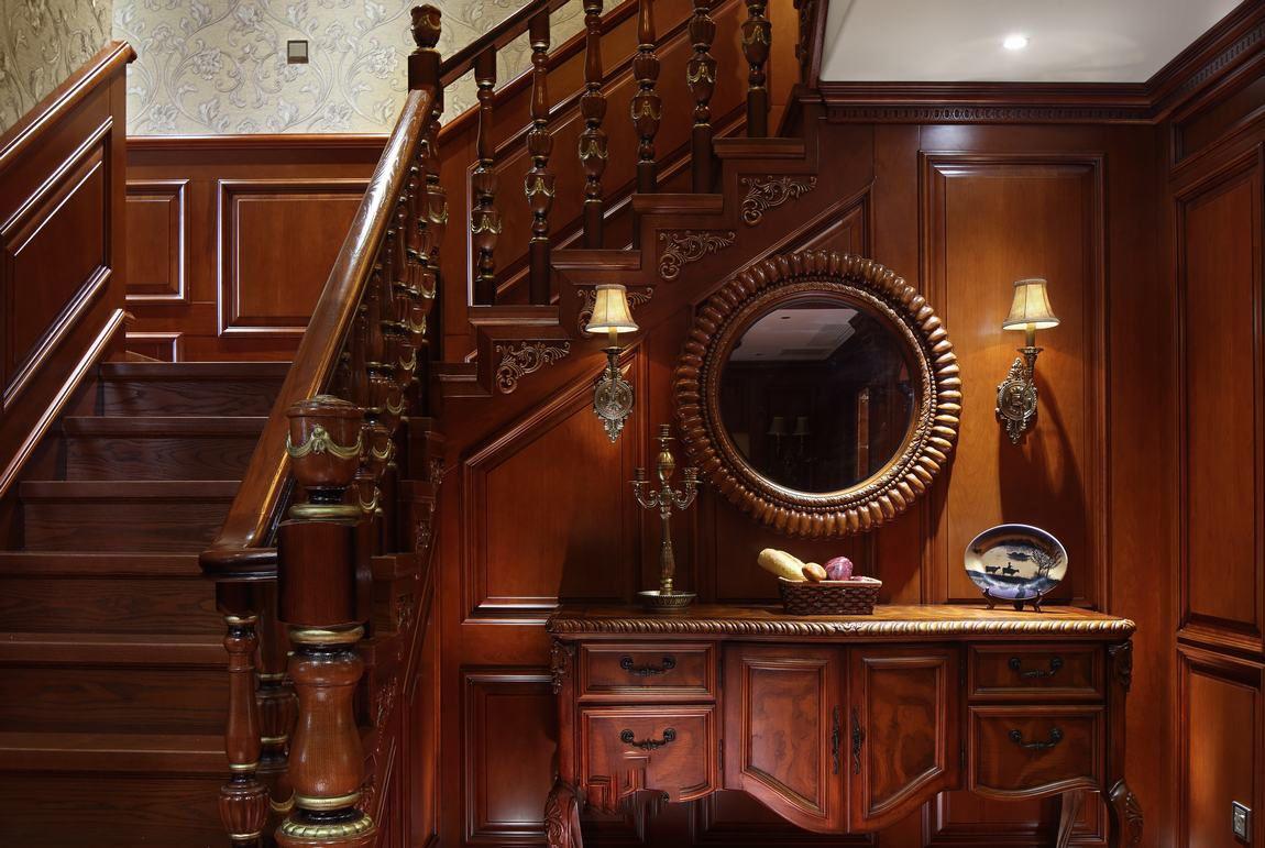 粗犷大气复古美式别墅楼梯装潢效果图