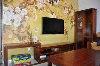 黄色印花中式风格电视背景墙效果欣赏图