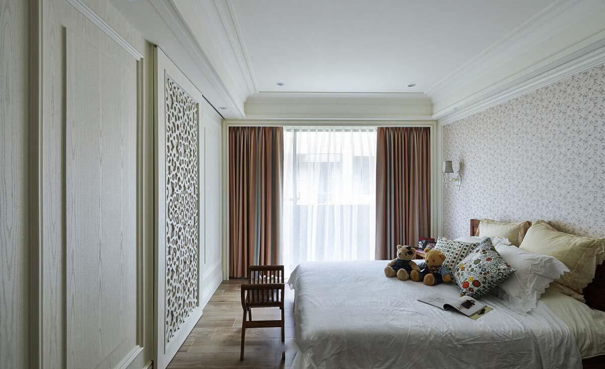 白色简约欧式卧室背景墙装修图片欣赏