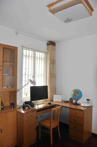 简中式风格书房书桌柜装潢效果图