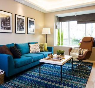 蓝色主题美式清新客厅沙发相片墙效果图