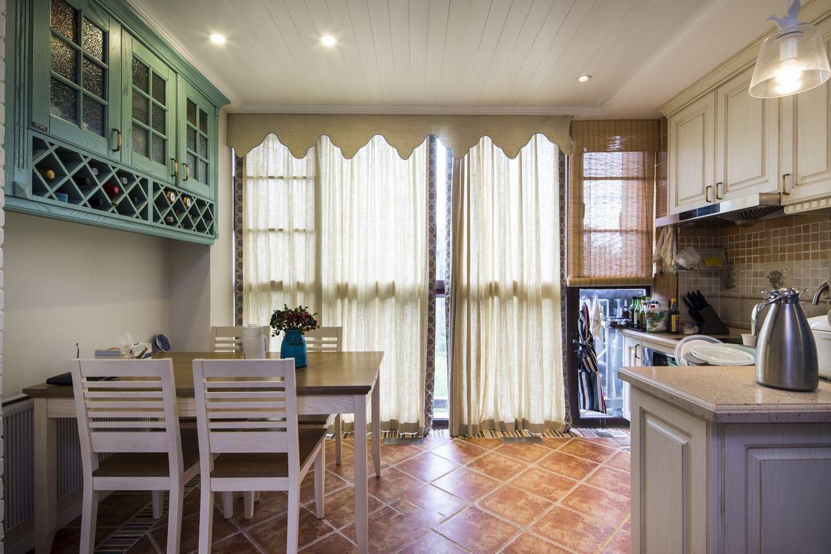 蓝白地中海风格家居厨房餐厅一体设计装修图片